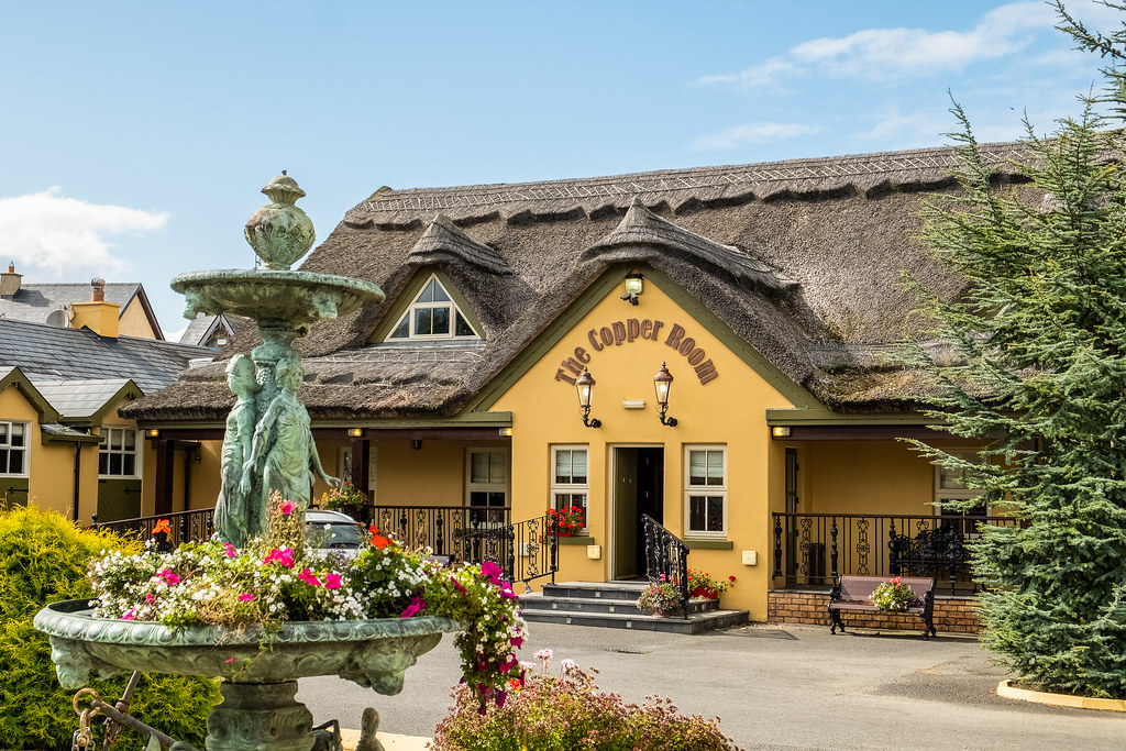 The Thatched Cottage, Bar, Restaurant and Banquet Room